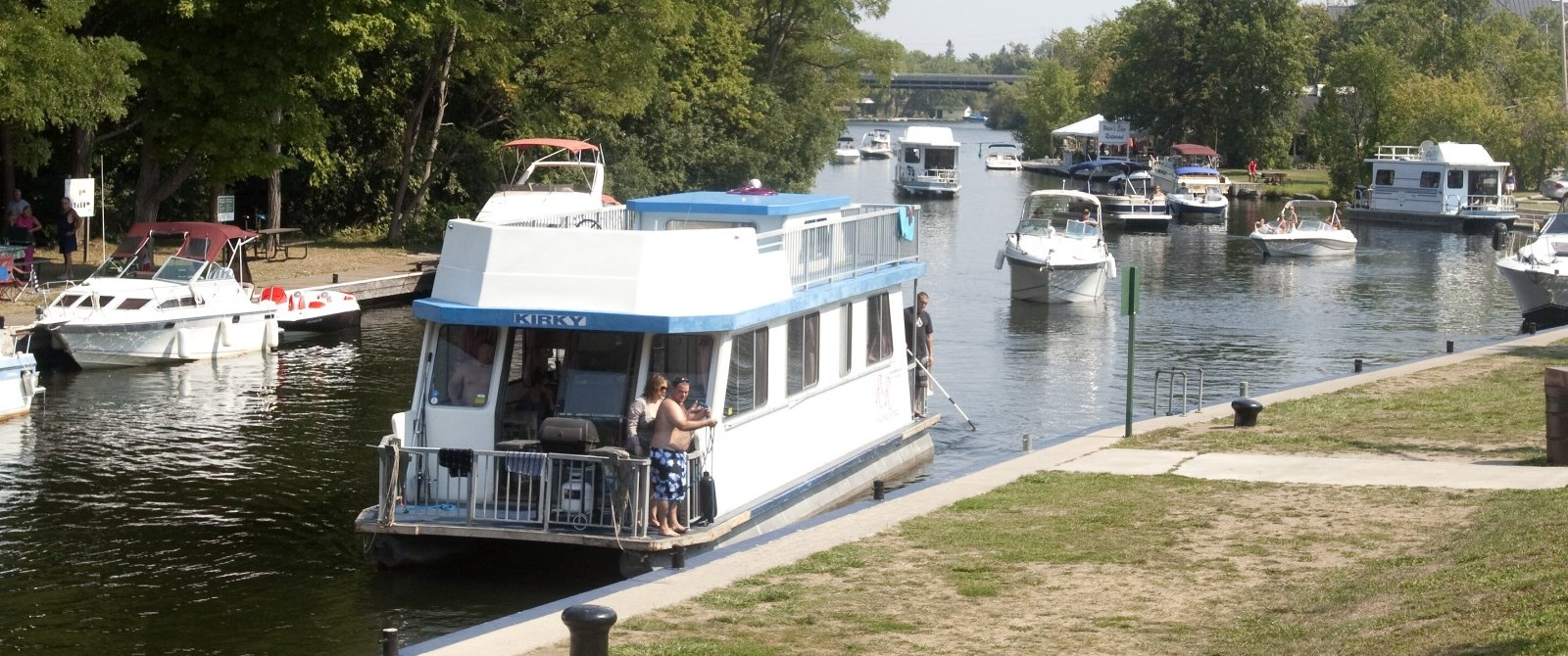 boats in the locks on the trent severn waterway